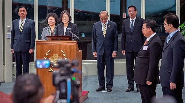china-taiwan-tsai-ing-wen-south-america-trip-aug20-2018.jpg