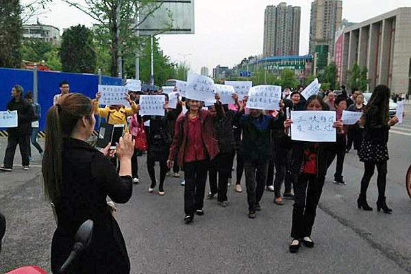 china-three-gorges-dam-petitioners-apr5-2016.jpg