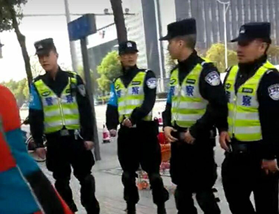 Police stand guard outside of Chen Yunfei's trial in Chengdu, March 31, 2017. Credit: RFA listener
