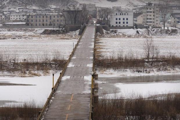 nk-bridge-tumen-river-march-2009.jpg