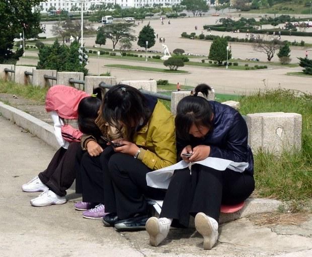 north-korea-mobile-phones-sept-2010.jpg