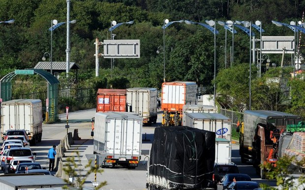 nk-kaesong-trucks-sept-2013.jpg