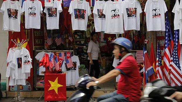 us-nk-summit-store-hanoi