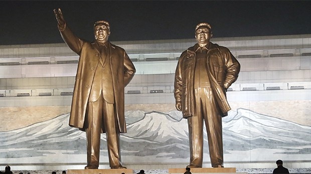 kim-statue