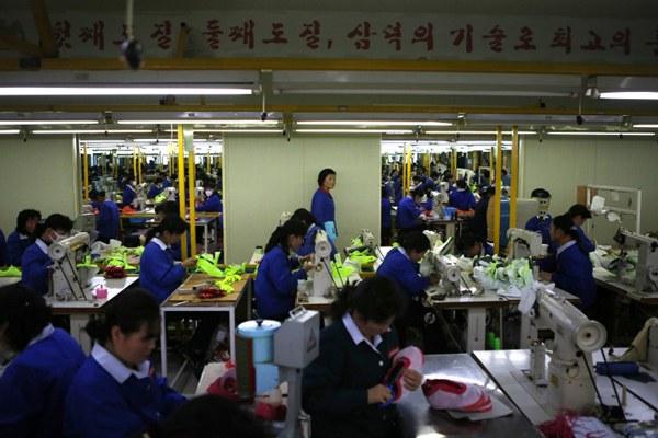 north-korea-workers-kaesong-industrial-complex-dec19-2013.jpg