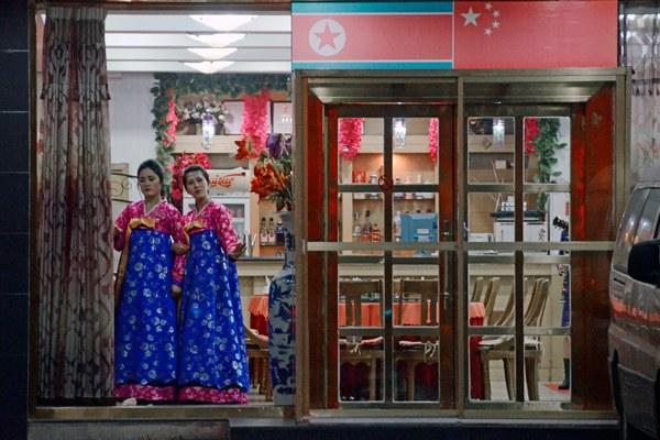 north-korea-hostesses-dandong-china-dec12-2012.jpg
