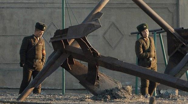 korea-standguard2-090320.jpg