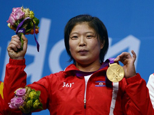 Rim Jong Sim receives the gold medal for women's weightlifting at the Olympic Games in London, Aug. 1, 2012.