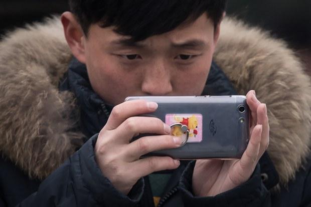 nk-teen-smartphone