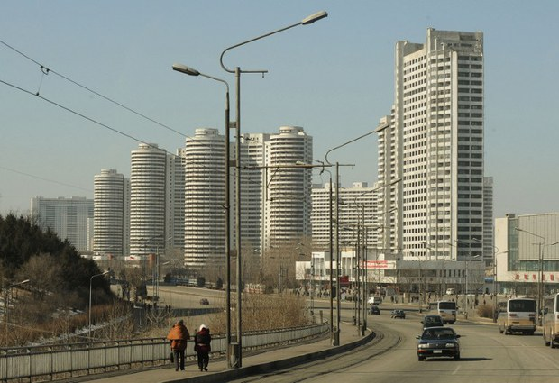 nk-pyongyang-apartments-feb-2008.jpg