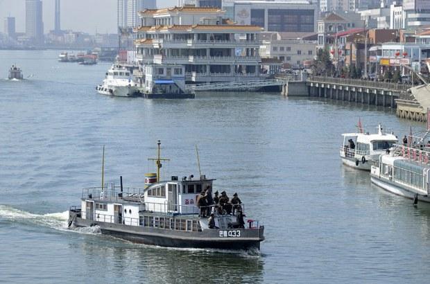 nk-yalu-boat-april-2013.jpg