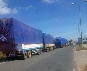 laos-trucks-timber-border-dec-15-2015-305.jpg