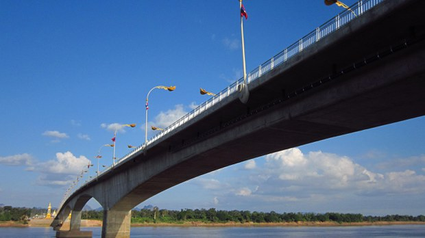 lao-thai-bridge-3-crop.jpg
