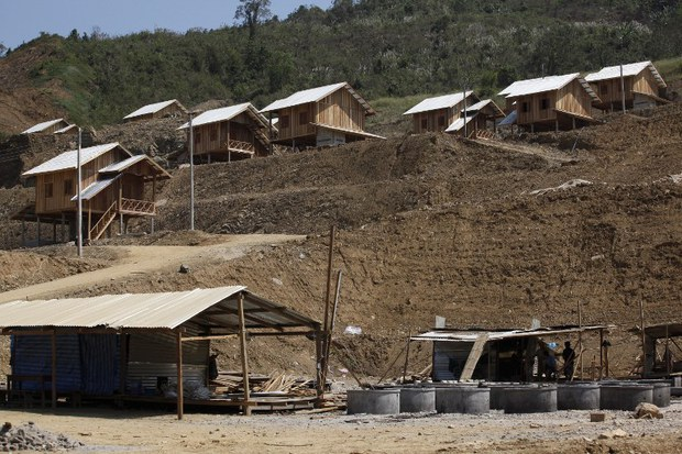 laos-relocated-village-xayaburi-jan-2014.jpg
