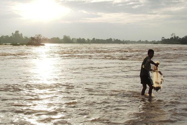 laos-siphandone-fisherman-nov-2013.jpg
