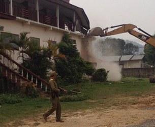 laos-bulldozer-destroys-resturant-xieng-khouang-province-apr7-2015.jpg