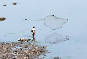 laos-mekong-fisherman-305.jpg