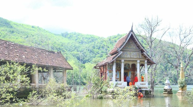 laos-temple3-072820.jpg