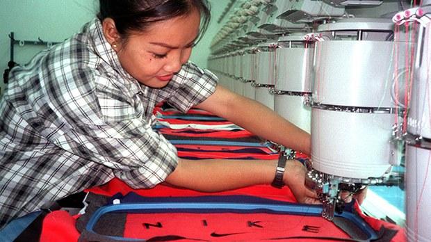 lao-garment-worker