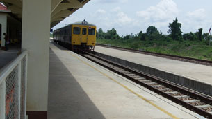 Laos' first railroad line connects Nongkhai to Vientiane's Thanalaeng city.