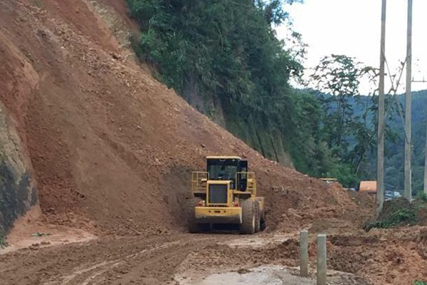 laos-pakmong-road-upgrade-june8-2015.jpg