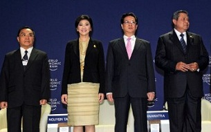 Lao Prime Minister Thongsing Thammavong (l) with leaders (from l to r) of Thailand, Vietnam, and Indonesia at the opening ceremony of the World Economic Forum in Bangkok, May 31, 2012. AFP