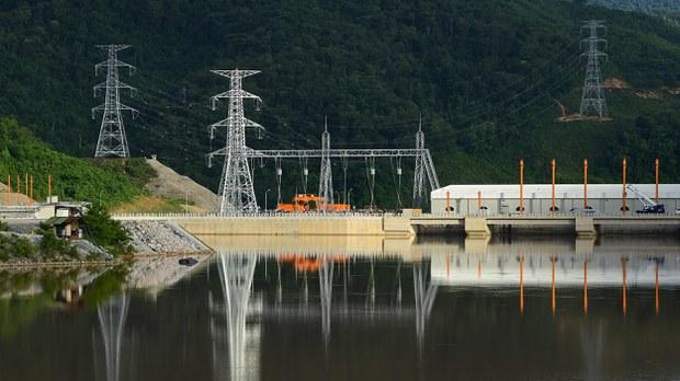 xayaburi-dam-begins-operations-crop