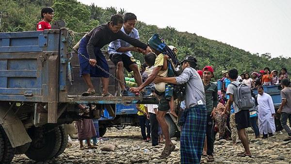 myanmar-kachin-war-refugees-truck-apr26-2018.jpg
