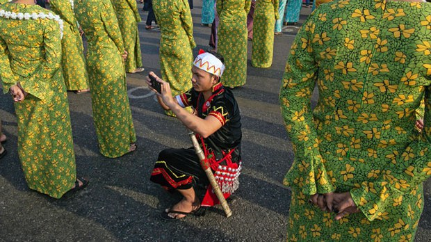 myanmar-thingyan-dancers-yangon-apr13-2019.jpg