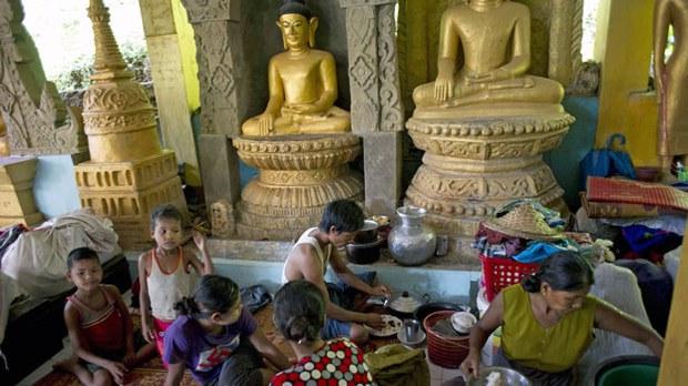 myanmar-mrauk-u-temple-aug5-2015.jpg