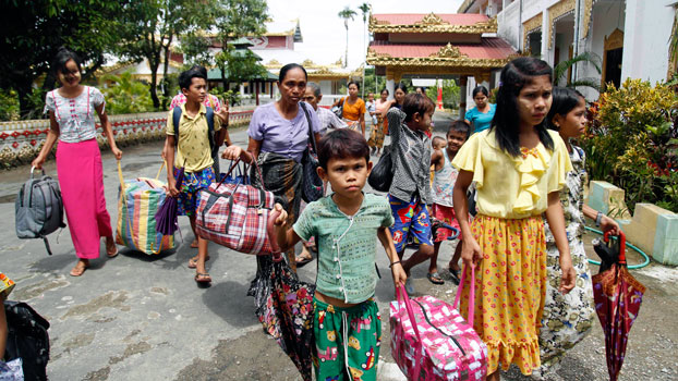 Thousands of Rakhines Flee Despite Myanmar Army About-Face on Emptying Villages