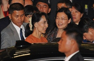 Aung San Suu Kyi leaves the Bangkok airport after arriving in Thailand from Rangoon, May 29, 2012. AFP