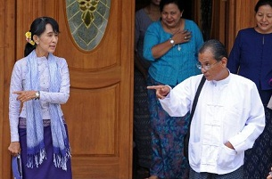 Aung San Suu Kyi (l) on her way to meet with Thein Sein in Naypyidaw, April 11, 2012.