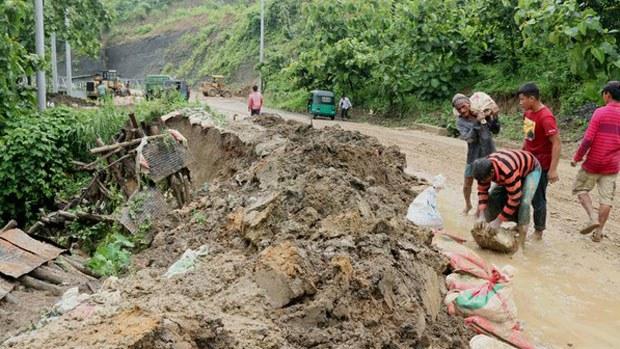 bangladesh-landslides-06122018.jpg