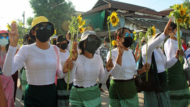 myanmar-anti-coup-protesters-sunflowers-dawei-thanintharyi-apr21-2021.jpg