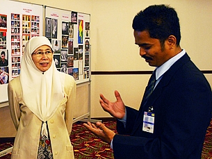 Burmese labor activist Ye Min Tun (R) talking with Malaysian opposition People's Justice Party president Dr. Wan Azizah (L) in Kuala Lumpur, Nov. 10, 2008. RFA