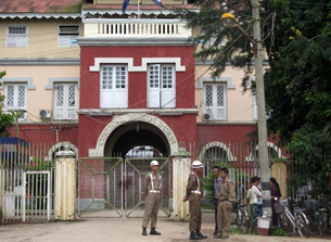 Guards stand at the entrance to Insein Prison in Rangoon, Sept. 18, 2009.