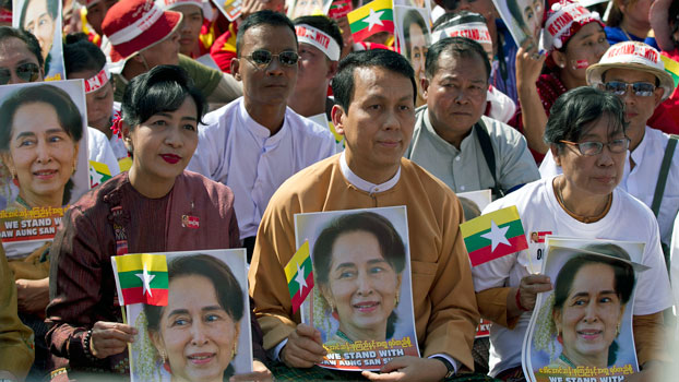 Yangon region Chief Minister Phyo Min Thein (front C) holds a portrait of Myanmar leader Aung San Suu Kyi along with his wife (L), and NLD lawmaker May Win Myint (R), outside City Hall in Yangon, Dec. 10, 2019. The gathering was a show of support for Aung San Suu Kyi, who defended the military at the International Court of Justice in The Hague during a hearing on genocide allegations over the army's campaign against the Rohingya minority group.