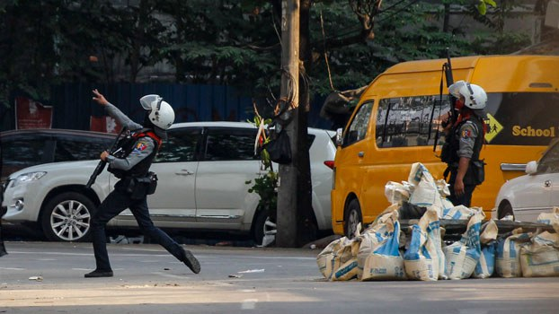 myanmar-police-seal-off-major-street-sanchaung-yangon-mar10-2021.jpg