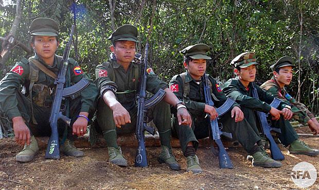 Myanmar violence: Thousands flee fresh fighting in Kachin ...