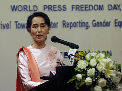 Aung San Suu Kyi delivers a speech during a World Press Freedom Day ceremony in Yangon, May 3, 2015.