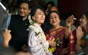 University staff greet Aung San Suu Kyi (C) during her visit to Lady Sri Ram College in New Delhi, Nov. 16, 2012.