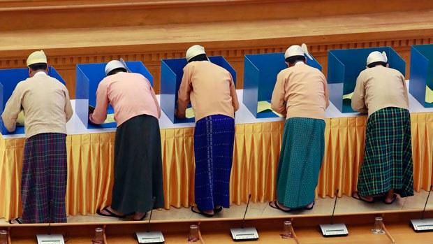 myanmar-lawmakers-charter-amendments-mar11-2020.jpg