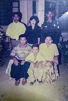 Maj Hein Thaw Oo family photo 2.jpg