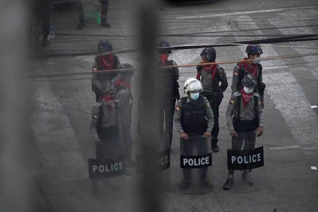 Hundreds of Myanmar Junta Security Personnel Defect Over Past Two Weeks