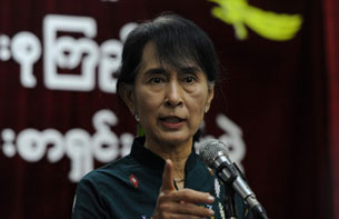 Aung San Suu Kyi addresses a press conference at NLD headquarters in Rangoon, Oct. 8, 2012.