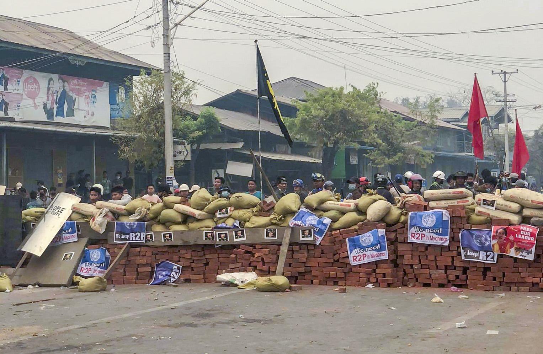 2021-04-19T102016Z_1291759168_RC2YYM9H30FH_RTRMADP_3_MYANMAR-POLITICS-FIGHTING.jpg