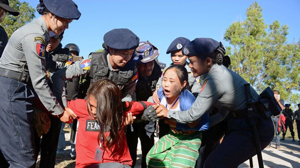 myanmar-youth-protesters-statue-kayah-feb7-2018.jpg