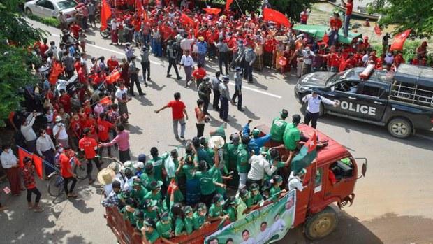 myanmar-nld-usdp-election-road-rally-magwe-oct27-2020.jpg