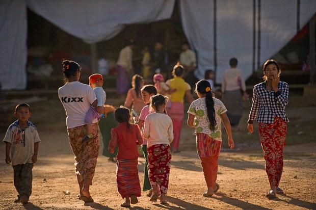 myanmar-minenaung-residents-camp-nov17-2015.jpg